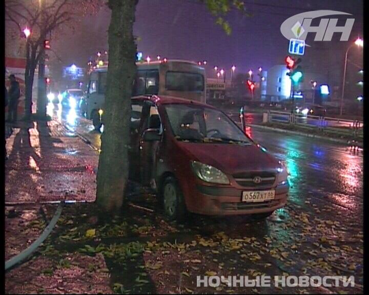 В Екатеринбурге автобус столкнулся с иномаркой