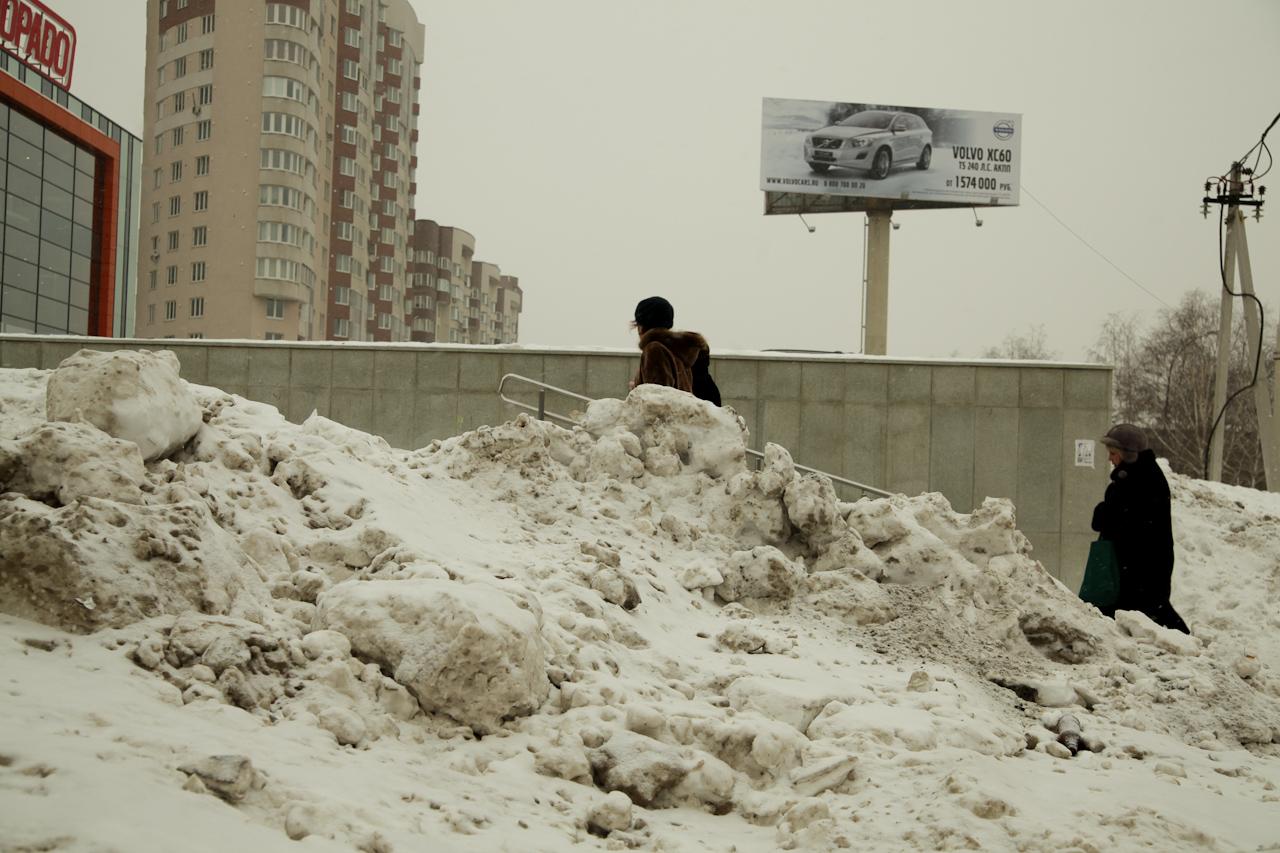 Чиновники не могут поделить снег на дорогах Екатеринбурга