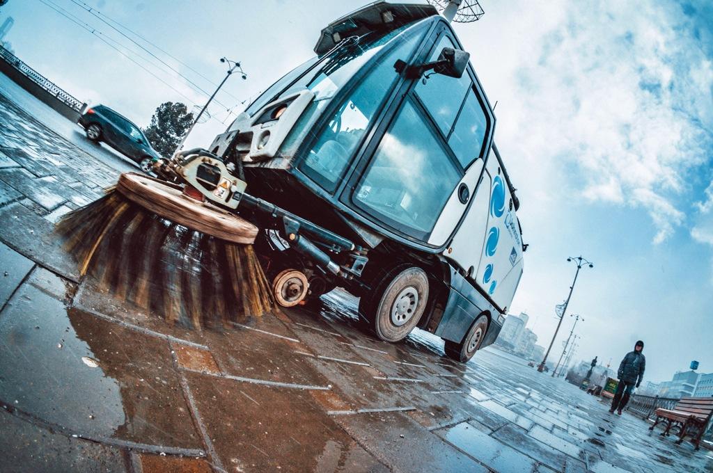 Бороться с мусором и грязью на улицах Екатеринбурга вышли пылесосы