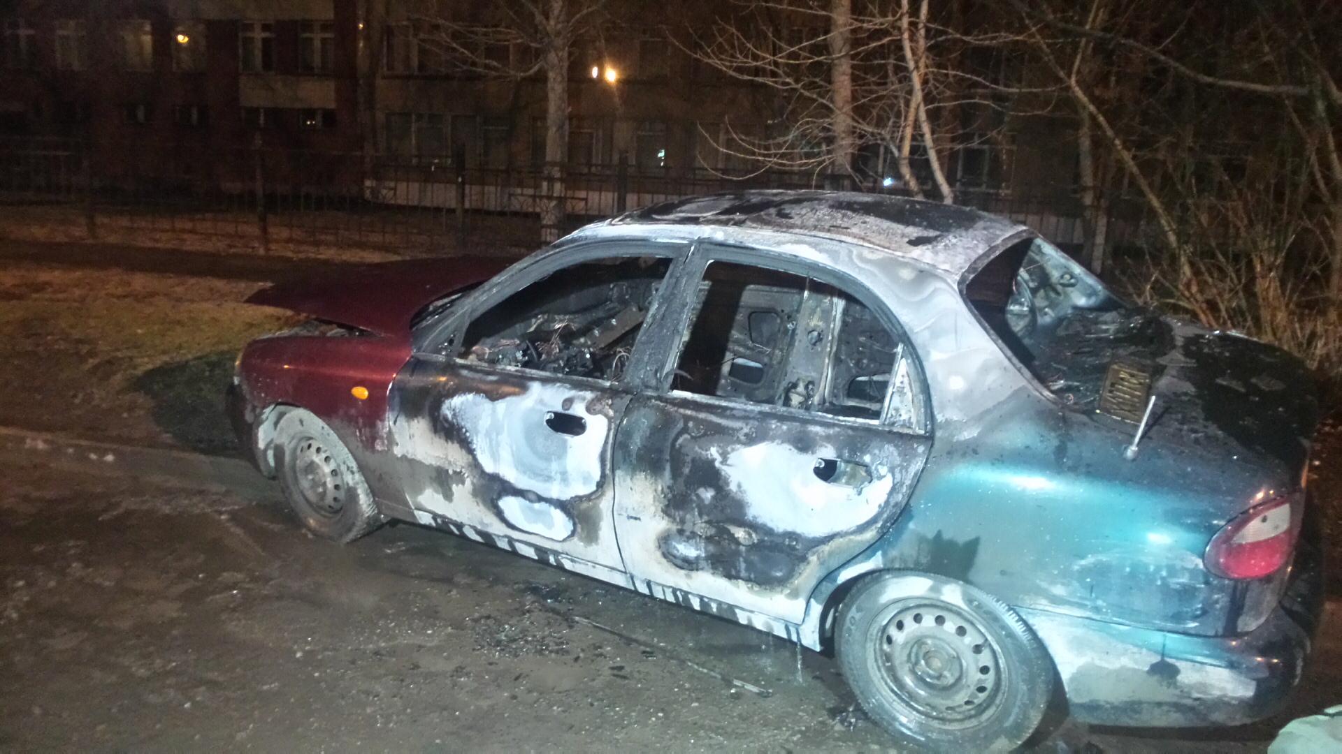 Ночью на Химмаше сгорел автомобиль с московскими номерами