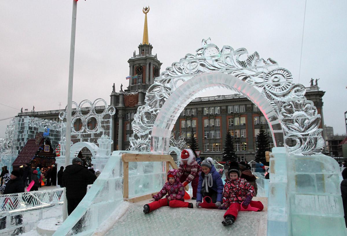 Площадь 1905 года освободят под ледовый городок 17 ноября