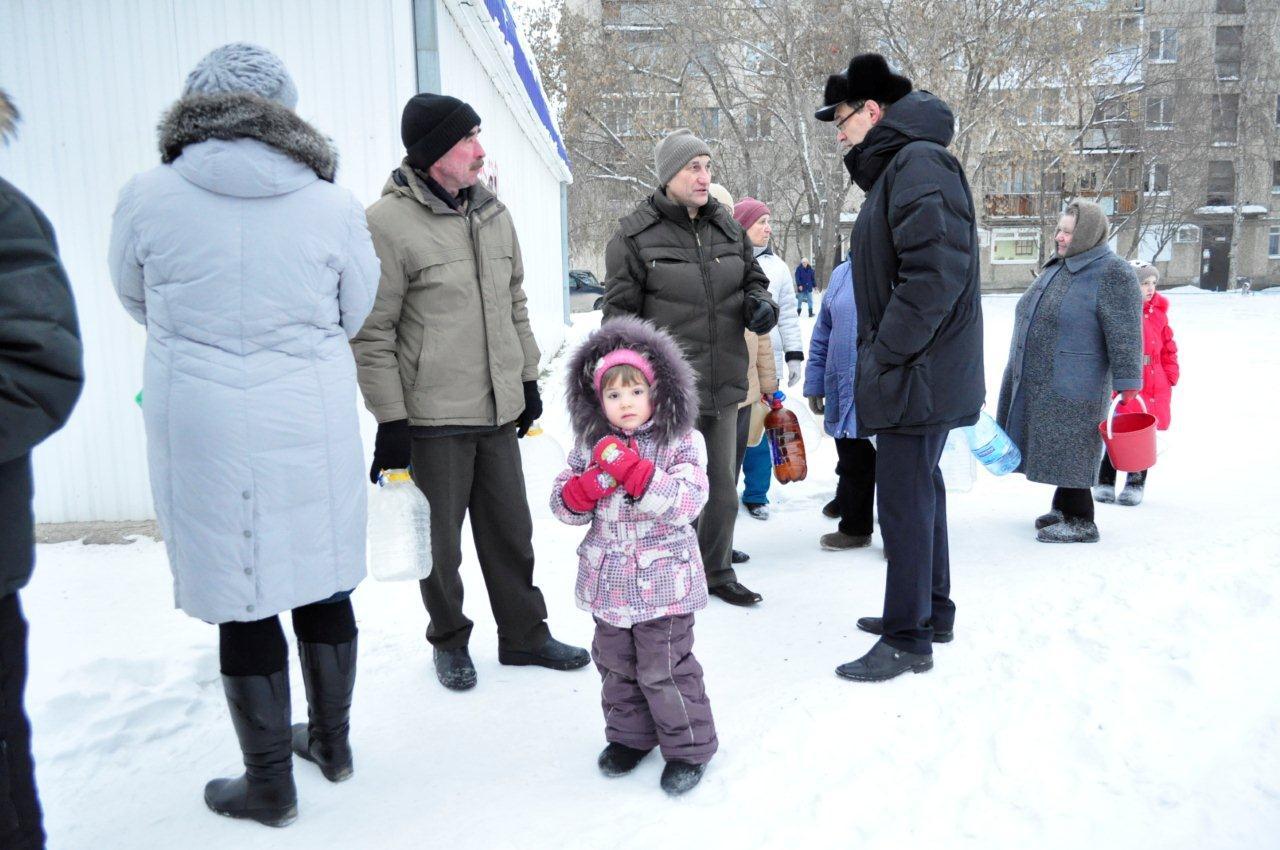 Свердловские предприятия возят воду бедствующим жителям Сухого Лога