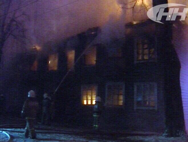 В Екатеринбурге сгорел дотла многоквартирный деревянный дом