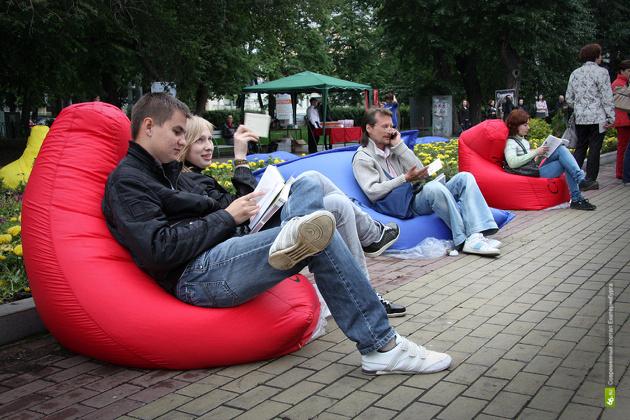 Екатеринбуржцев вновь зовут почитать под открытым небом