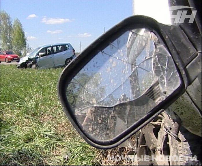 На Сибирском тракте два автомобиля улетели в кювет