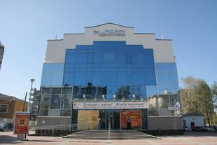 Театру балета «Щелкунчик» к юбилею подарили мебель и машину