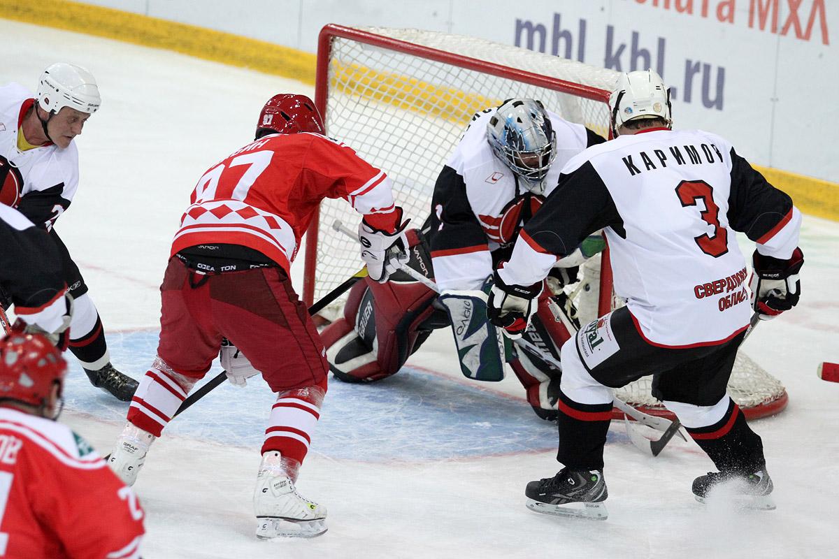 «Ветераны «Автомобилиста» уверенно обыграли «Легенд хоккея СССР»