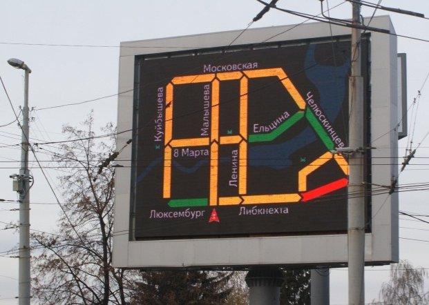 Медиаэкраны Екатеринбурга стали показывать ситуацию на дорогах