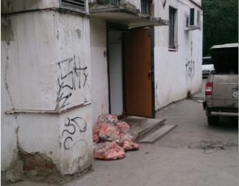Бесхозные пакеты с лососем нашли рядом с цехом «Сушкоф»