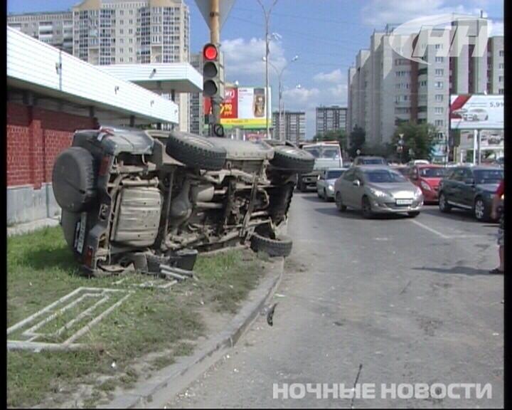 Около «Карнавала» столкнулись три автомобиля
