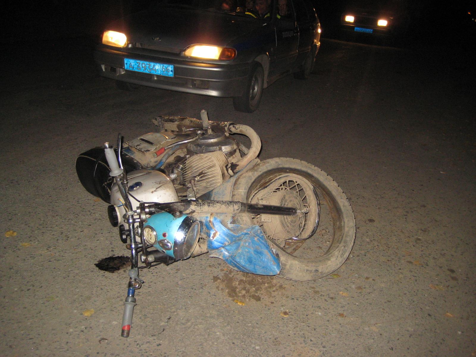 Смертельное ДТП под Салдой: байкер без прав врезался в Lada