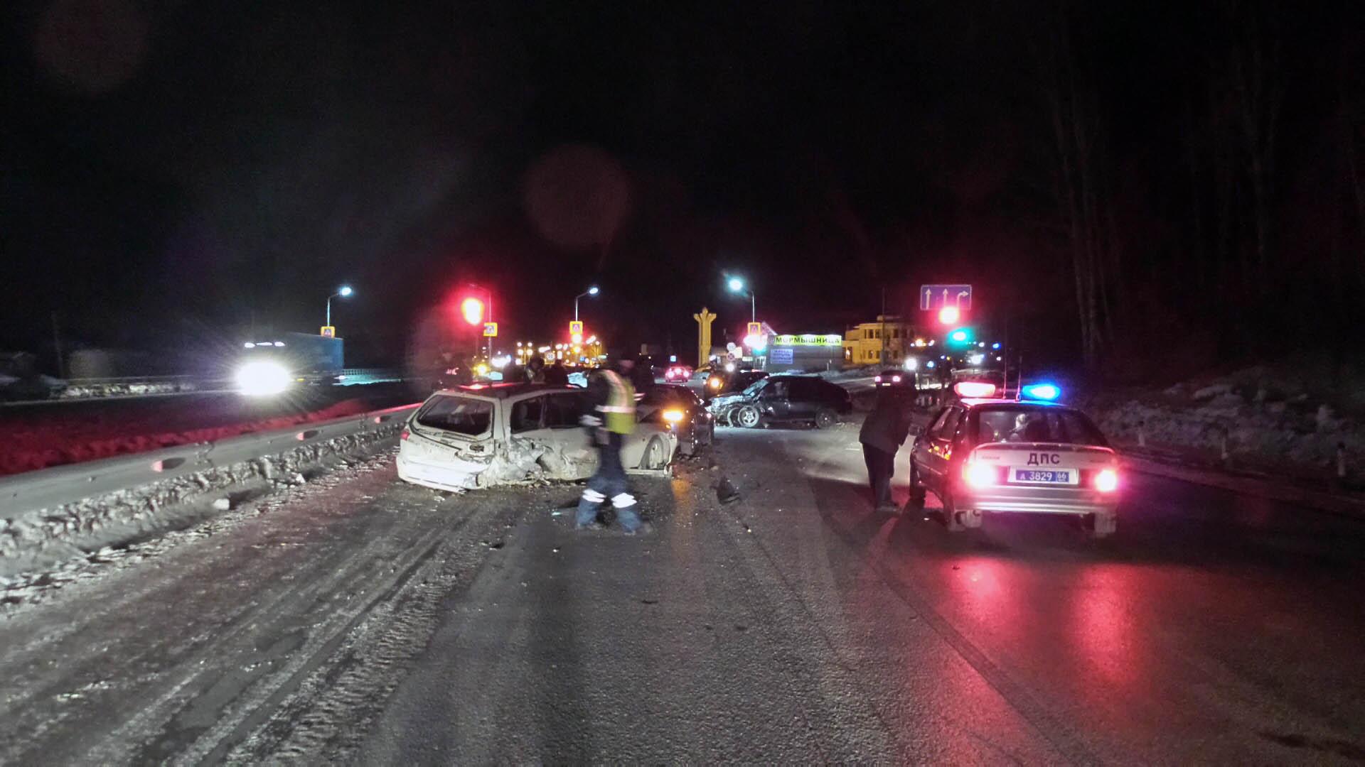 На Челябинском тракте водитель «двенашки» насмерть сбил мужчину и собрал четыре авто