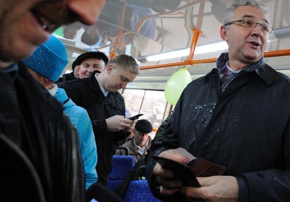 Тесно и все толкаются. Пресс-секретарь мэрии открыл для себя волшебный мир общественного транспорта