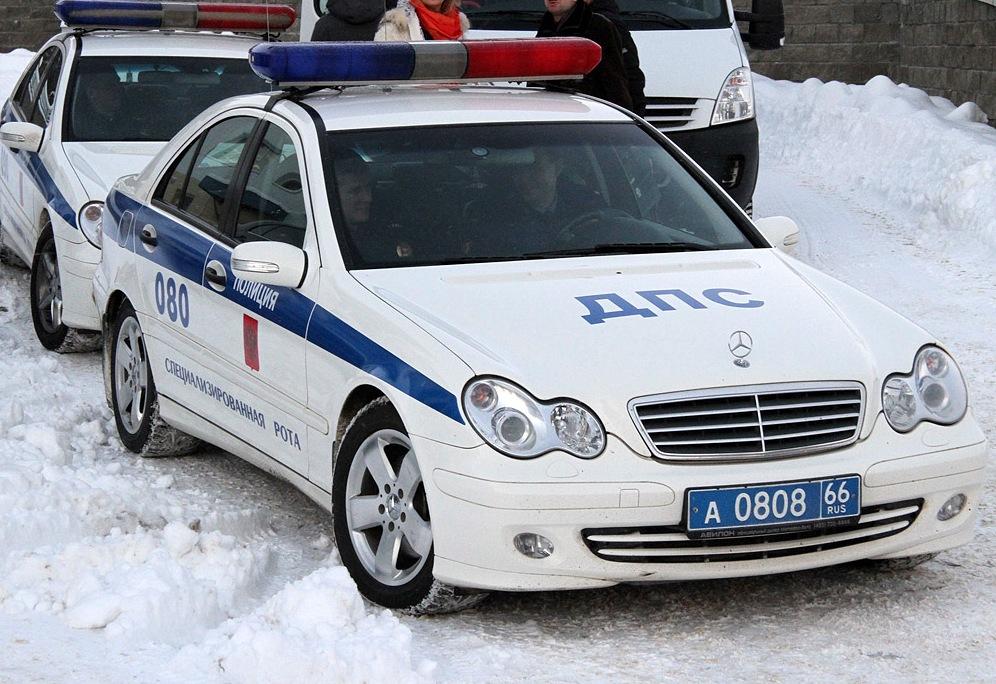 Ночью на Бардина преступник угнал машину ДПС