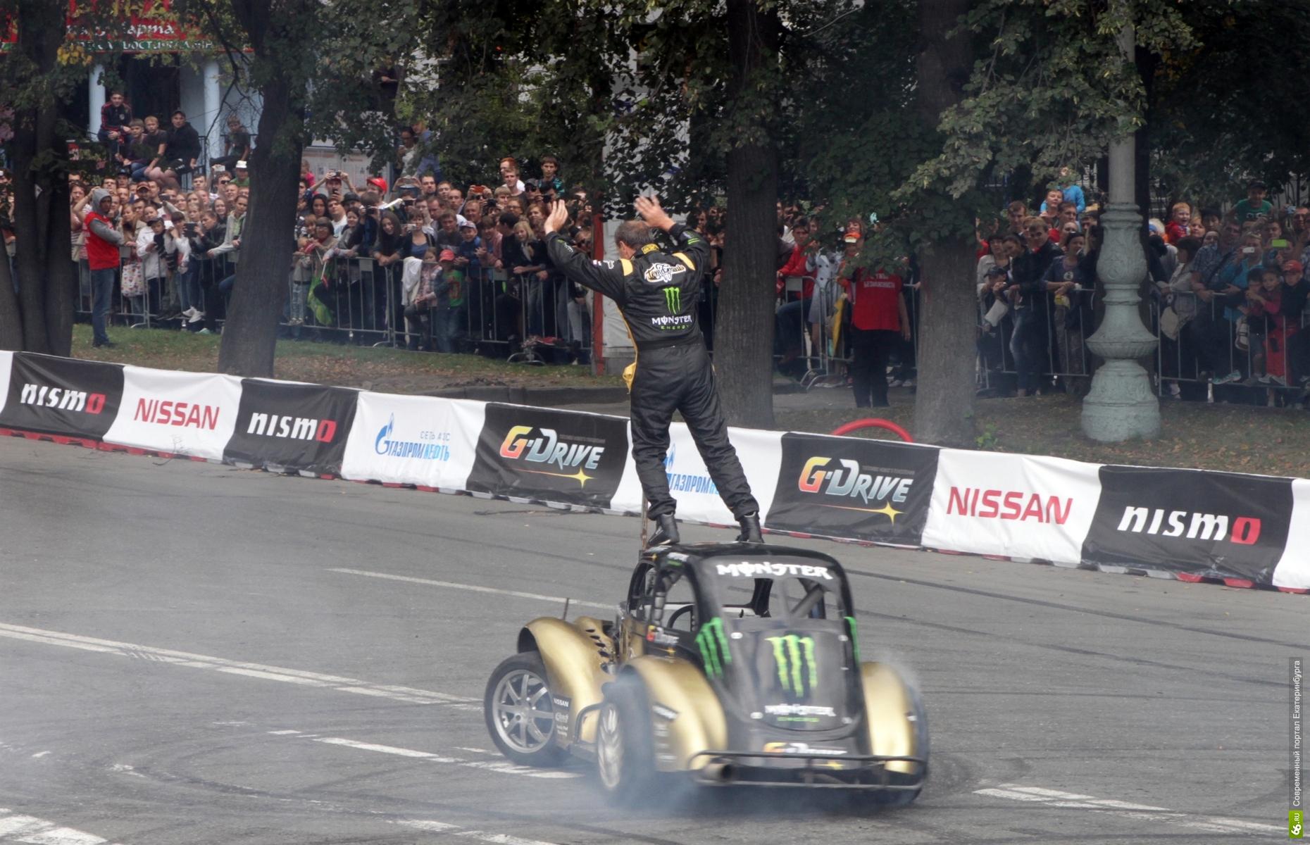 В центр Екатеринбурга везут гоночное шоу. Центр перекроют