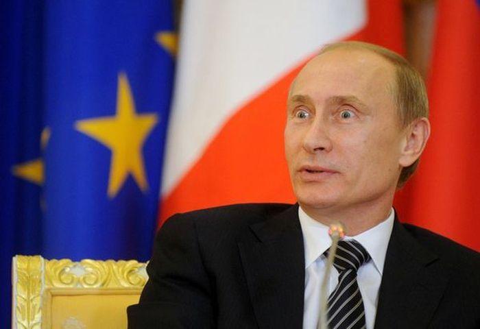 Путин пригрозил кулаком священнику за покушение на поцелуй