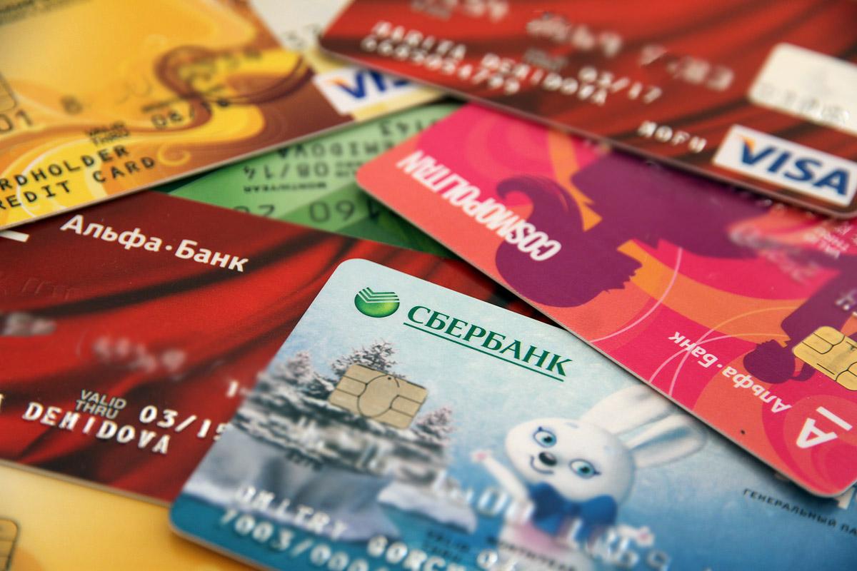 Visa и MasterCard поработают без взноcов еще четыре месяца