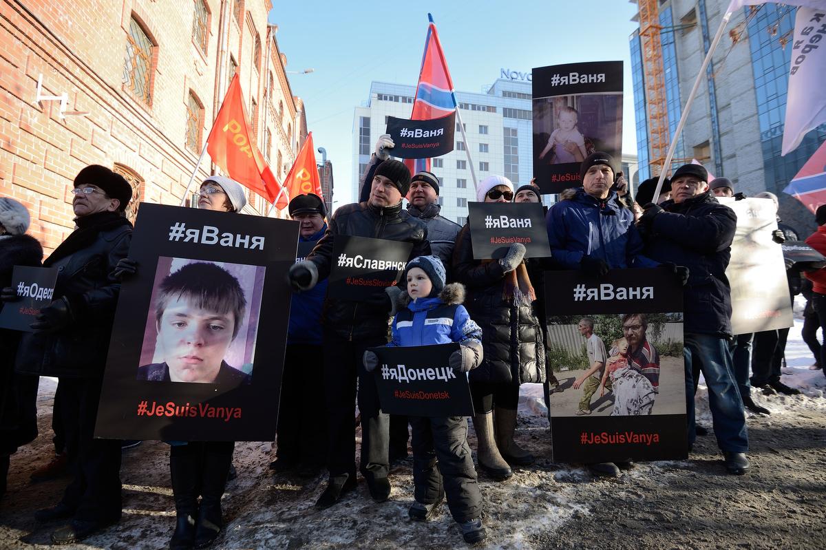#яДонбасс: екатеринбургские патриоты показали мертвых украинских детей генконсулу США и записали послание для Обамы