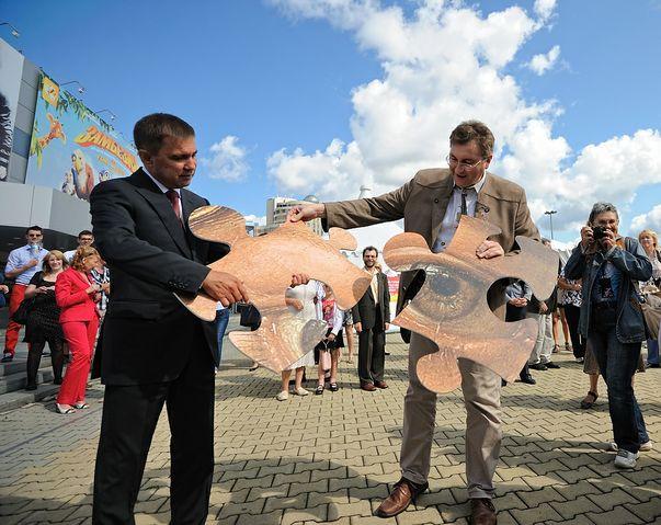 В Екатеринбурге несколько часов собирали гигантский пазл
