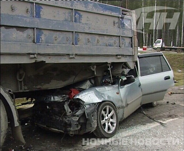 На Серовском тракте иномарка влетела под полуприцеп МАЗа