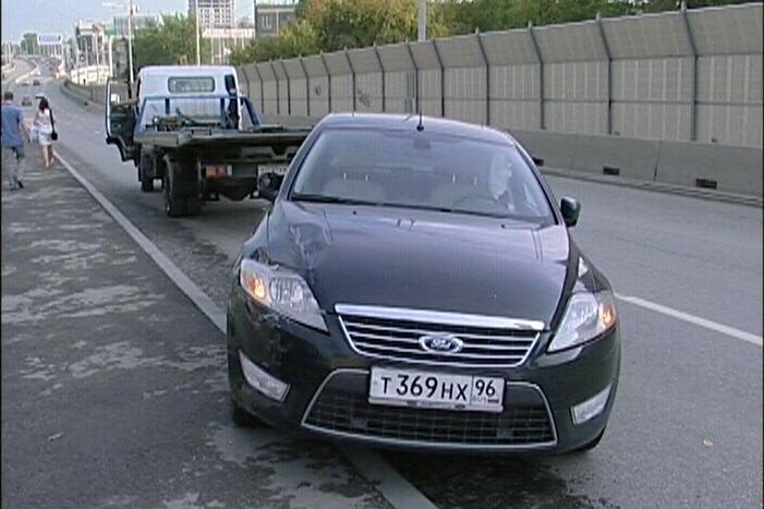 Водитель, торопившийся сделать предложение, сбил три машины на Московской