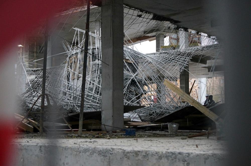 На Уралмаше обрушился строящийся торговый центр