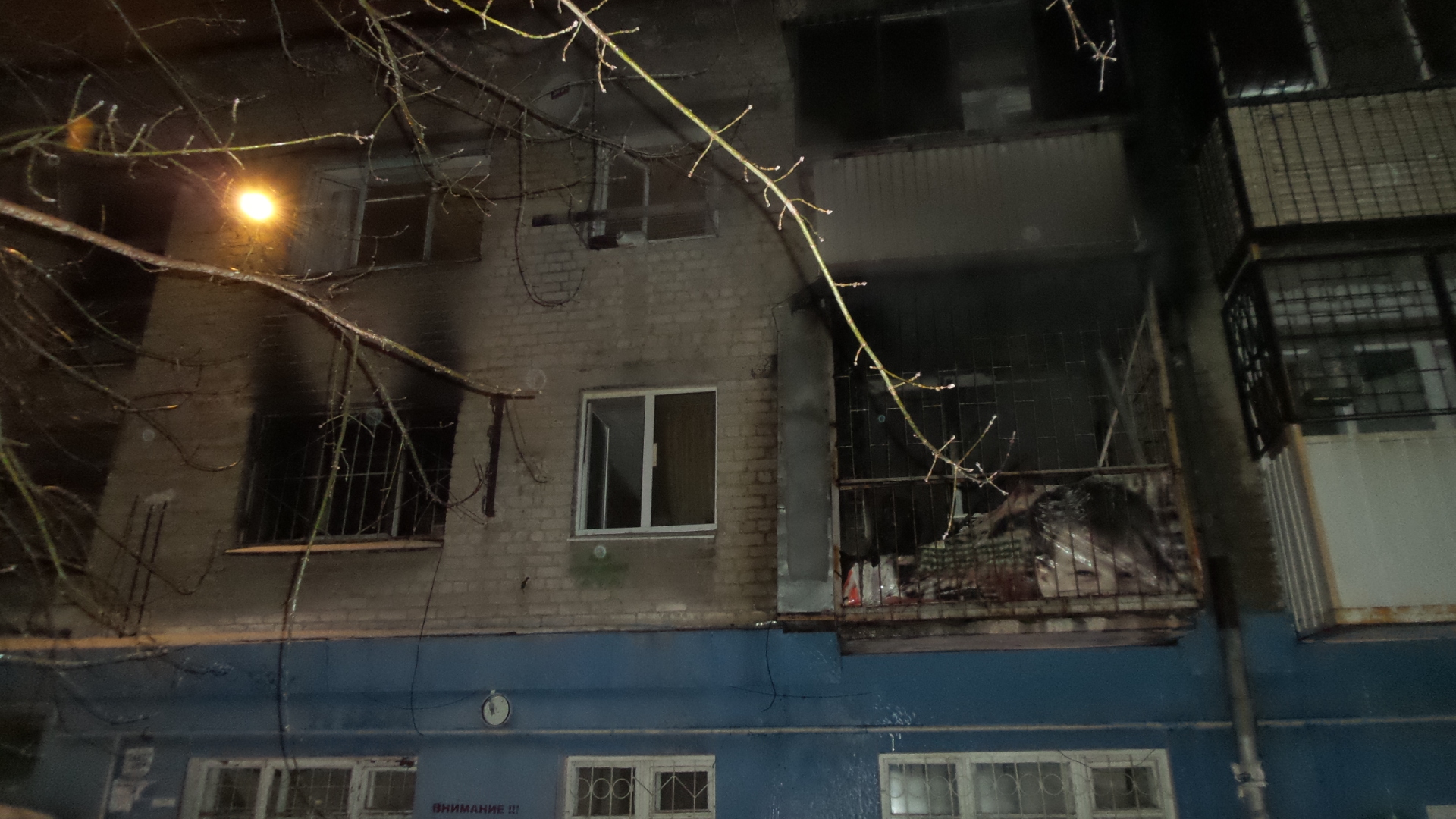 В Пионерском поселке из-за непотушенной сигареты сгорела комната в коммуналке
