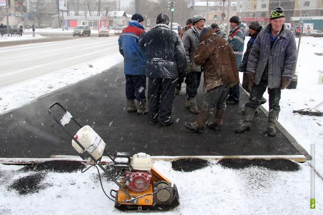 Чиновники Екатеринбурга проследят за укладкой асфальта в снегопад