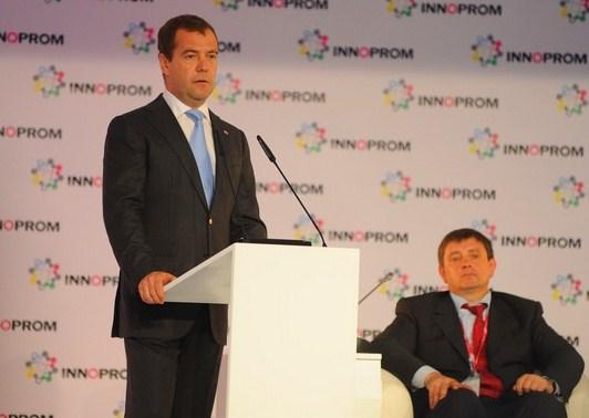 Медведев отправил ректора УрФУ в «научную тусовку»
