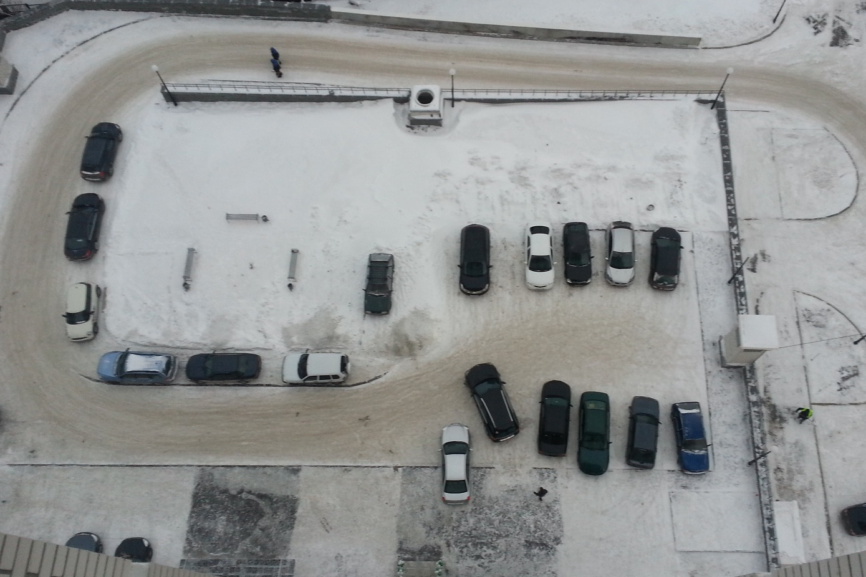 Расследование 66.ru: кто разрешил парковщикам-беспредельщикам вымогать деньги во дворах города