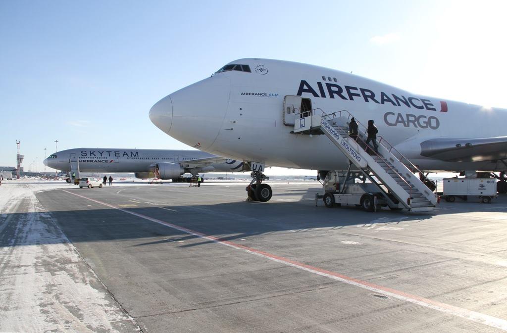 Невероятные приключения французов в Кольцово: для сломанного Boeing привезли новый двигатель