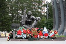 Екатеринбуржцы беспокоятся, что «Черный тюльпан» перекрасят в белый
