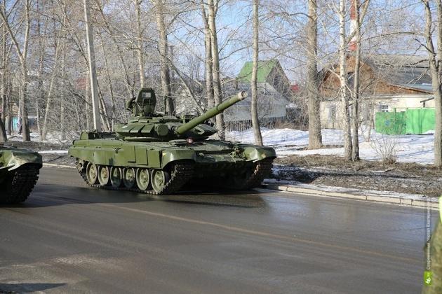 На Патриса Лумумбы танк снес фонарный столб