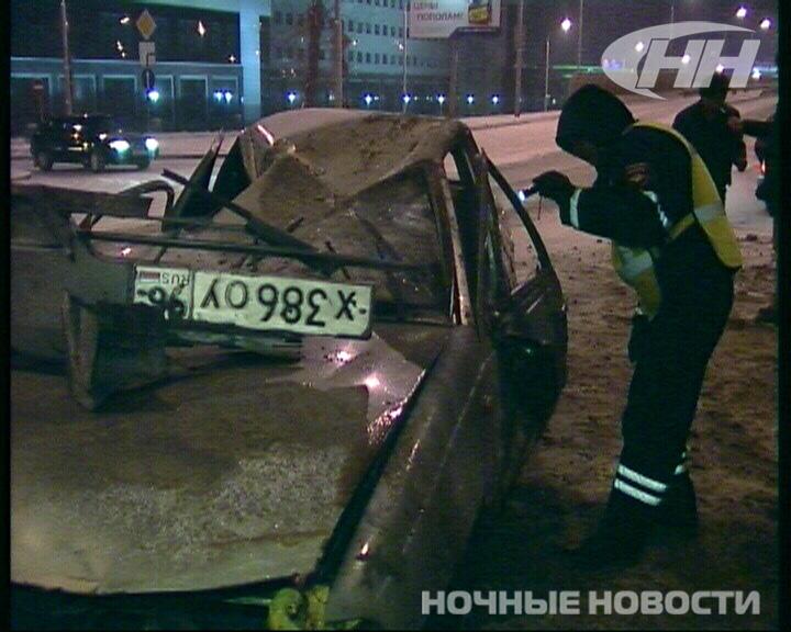 Таксист компании «Везет» снес пять секций забора на Московской