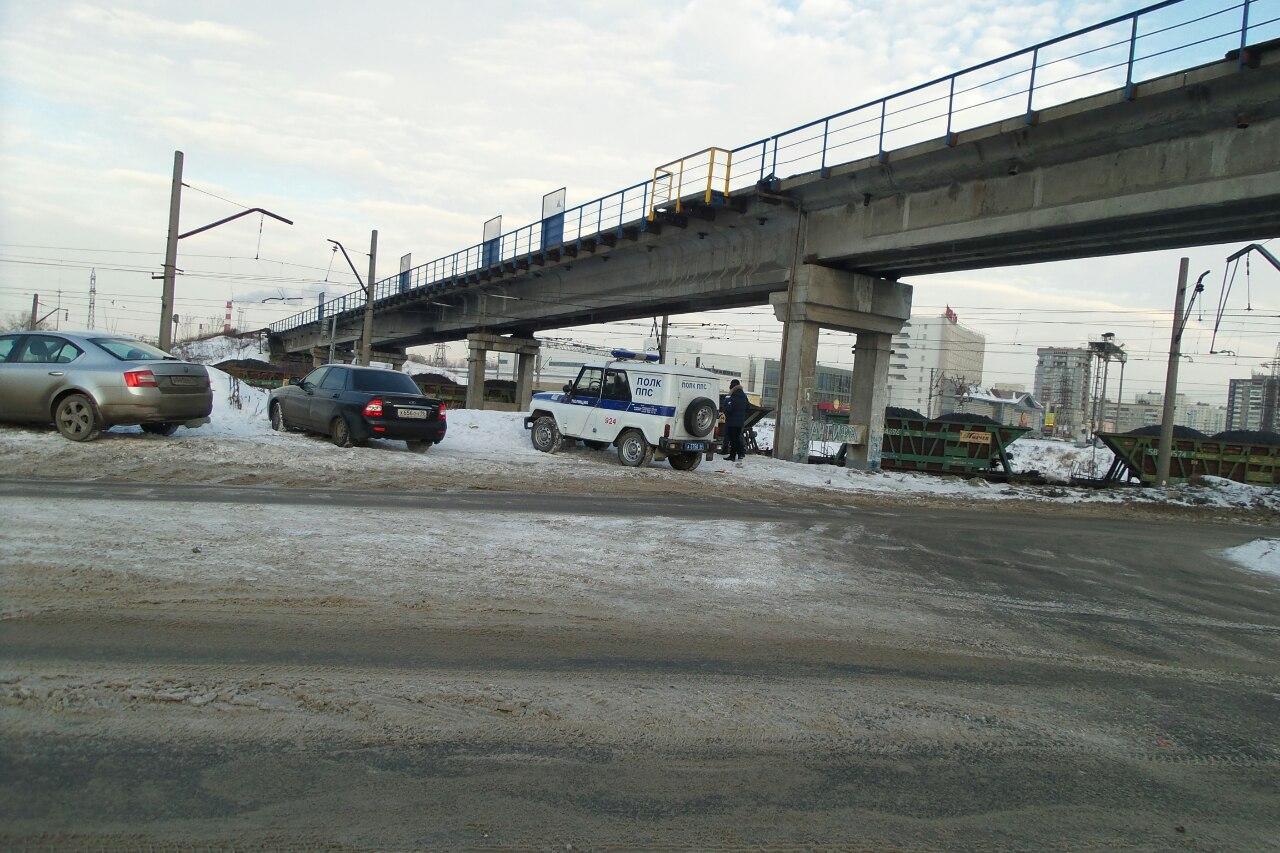 Возможно, суицид: на Сортировке на железнодорожных путях нашли тело мужчины