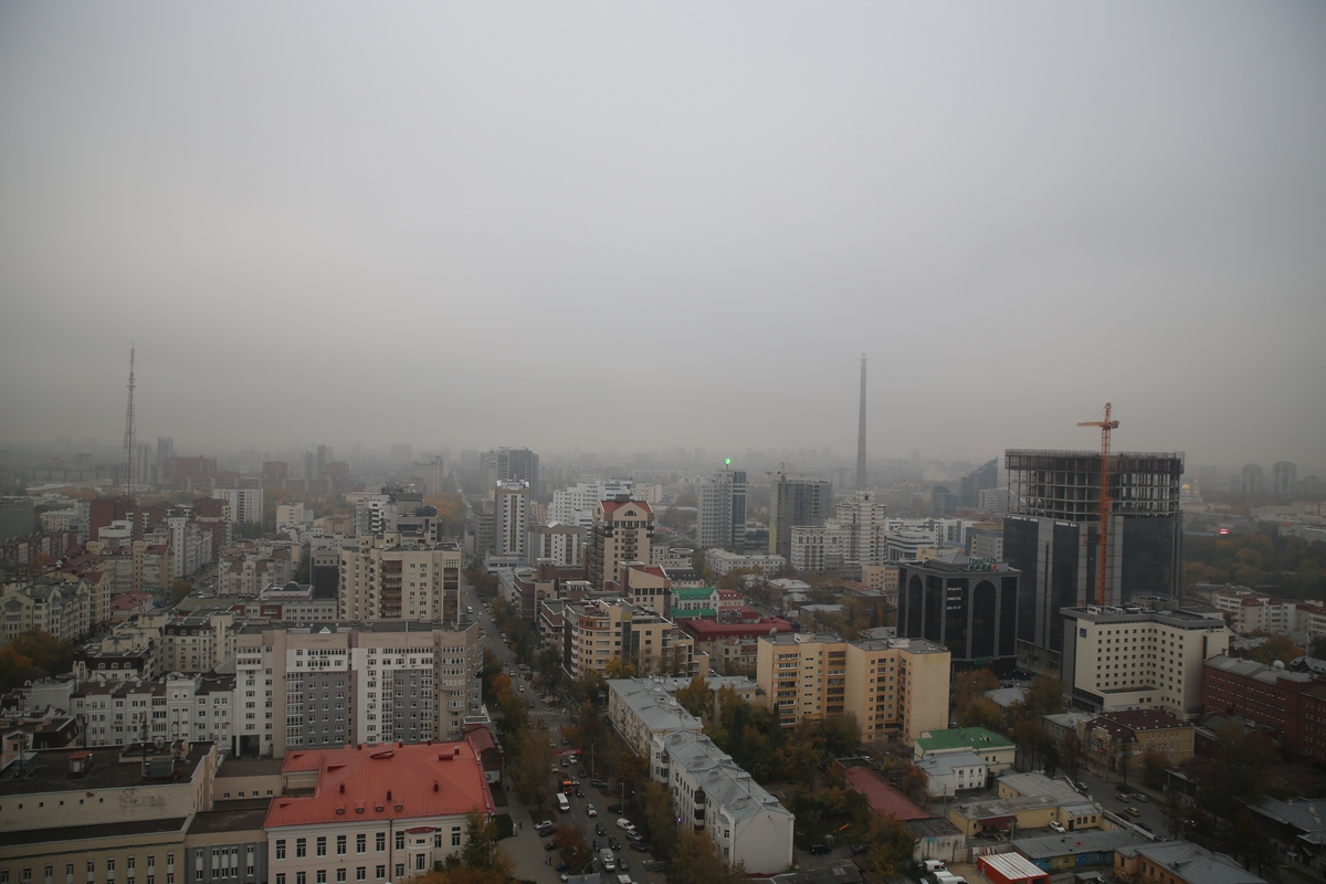 Экстренное предупреждение МЧС: смог будет висеть в Екатеринбурге до конца месяца