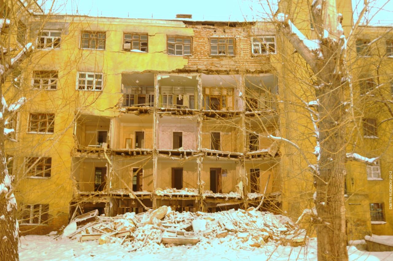 На улице Малышева сносят общежитие, чтобы построить новое