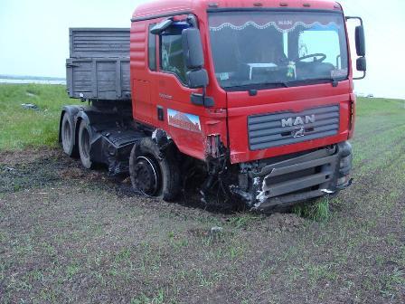 На трассе в Свердловской области грузовик смял «Ладу»