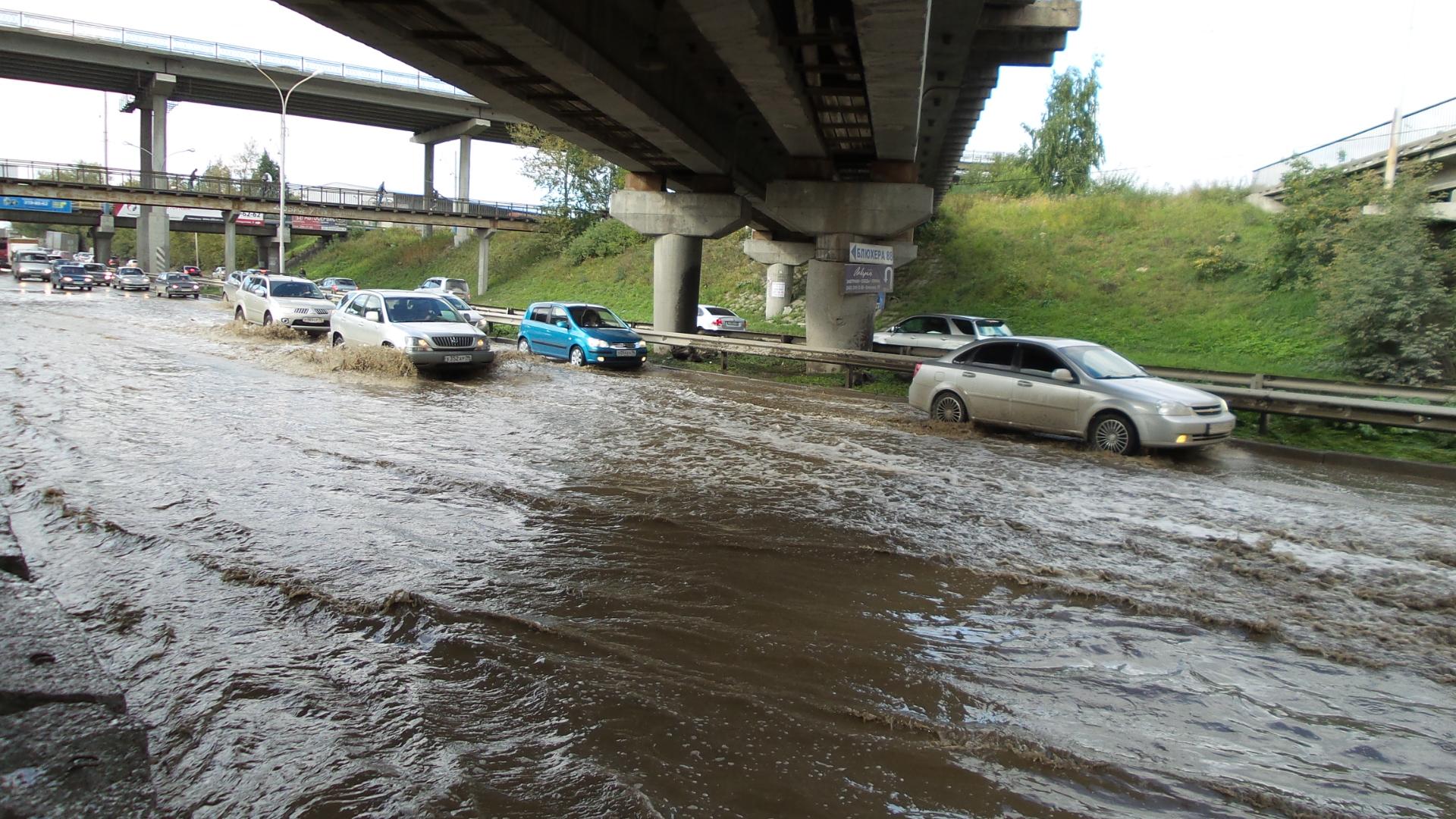 Не намочите колеса: под мостом по Шефской течет река