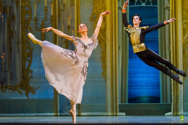 Театр оперы и балета отправит балерин на завод