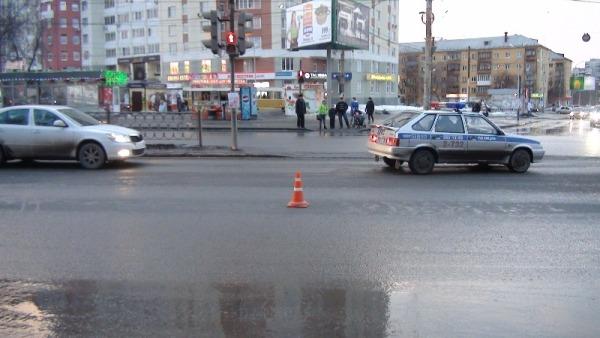 В Екатеринбурге Nissan сбил школьницу