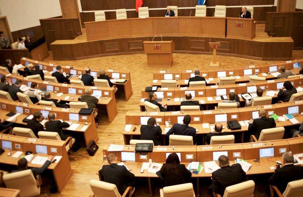 Свердловские депутаты в спешном порядке примут закон о патентах для мигрантов