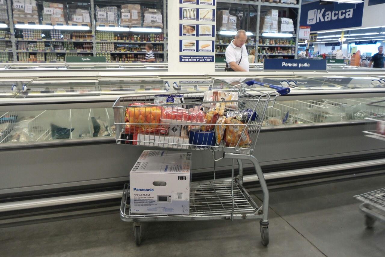 Медведев пообещал регулярно ходить по магазинам