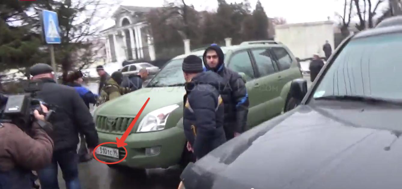 Пленных в Донецке возят на машине с госномерами известного свердловского пиарщика