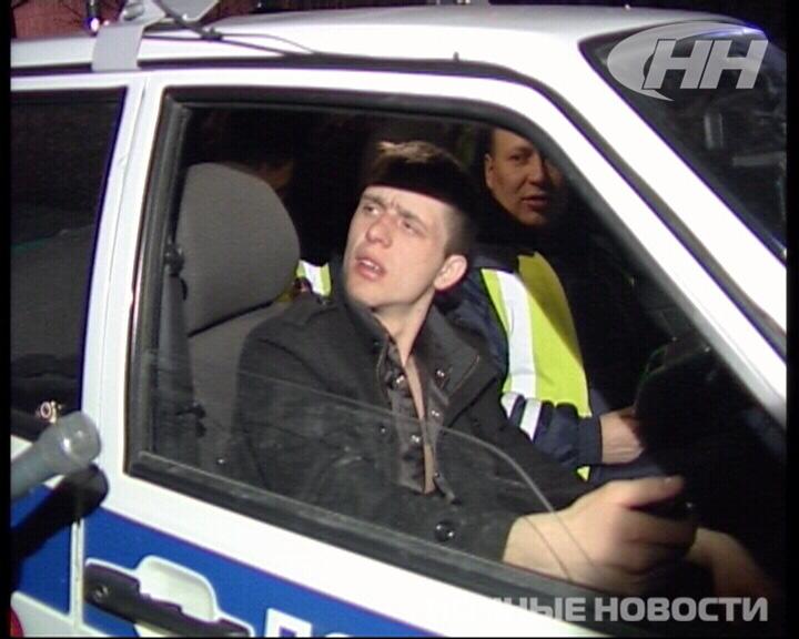 Водитель BMW протаранил фонарный столб