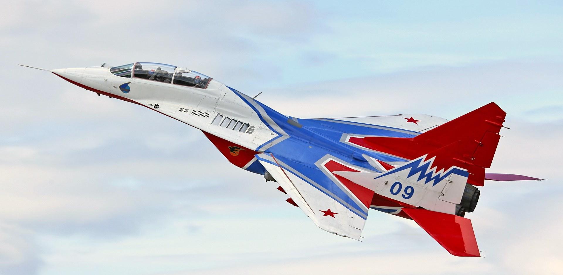 Курс знатока высшего пилотажа за три минуты: что покажут «Стрижи» в небе над Уктусом