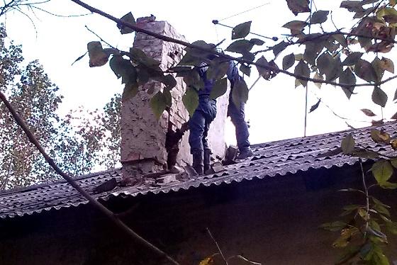 Свердловчанка застряла в дымоходе, пытаясь пробраться к любимому
