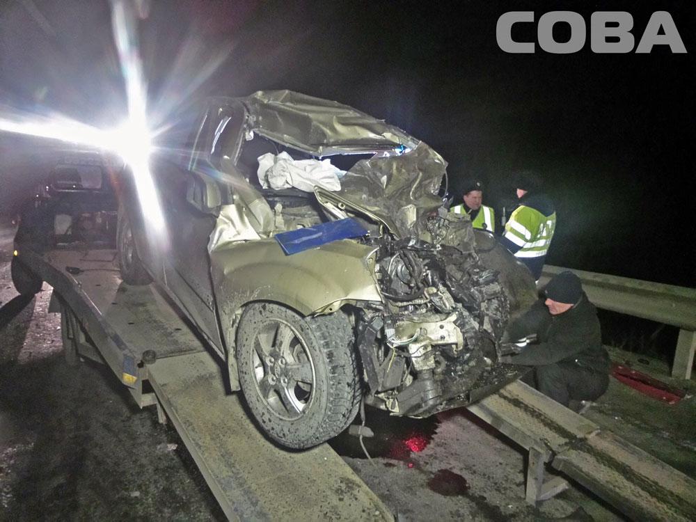 На трассе Пермь — Екатеринбург уснувший водитель KIA врезался в большегруз