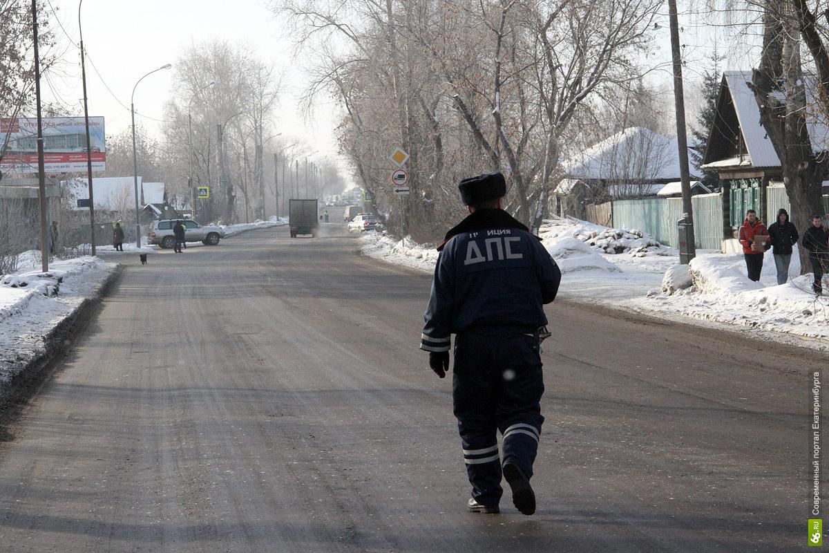 В Артемовском полиция обстреляла машину, которая сбила инспектора ДПС
