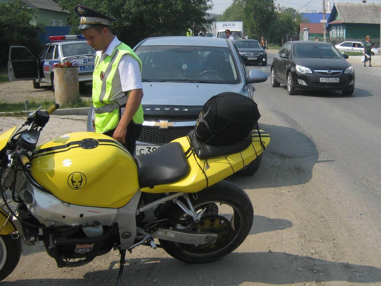 На Уктусе мотоциклист сбил цыганскую девочку